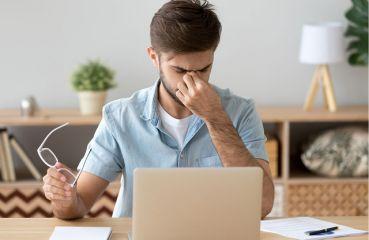 Computer Vision Syndrom (CVS): Bildschirmarbeit fordert die Augen